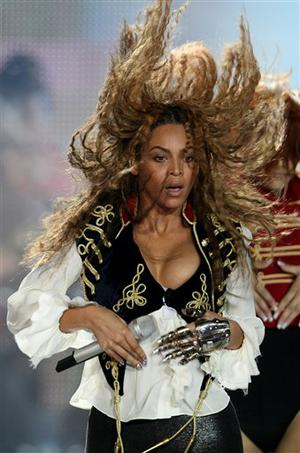 American singer Beyonce performs before receiving the award for outstanding contribution to the arts during the 2008 World Music Awards ceremony in Monaco, Sunday Nov. 9, 2008. (AP Photo/Claude Paris)