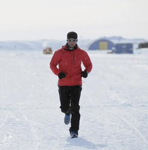 Richard Donovan running in the Antarctic