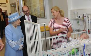 Susie Doyle chats with the Queen during her visit to the New SouthWest Hospital. Susie's 11 month old baby boy Eoin has Downs and is a patient of the Hospital. Also in picture is trust chairman Gerard Guckin.Photo by Simon Graham/Harrison Photography