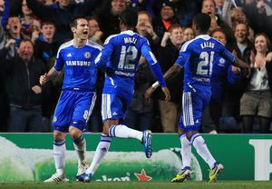 LONDON, ENGLAND - APRIL 04: Frank Lampard (L) of Chelsea celebrates scoring his penalty with team mates during the UEFA Champions League Quarter Final second leg match between Chelsea and Benfica at Stamford Bridge on April 4, 2012 in London, England.  (Photo by Clive Rose/Getty Images)