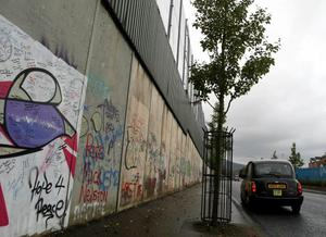 20.11.09. Picture by David Fitzgerald. Caught on Camera of the Peace Wall which creates a divide between Protestants and Catholics in Belfast. The Black Taxis giving a tour
