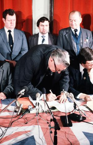 PACEMAKER PRESS INTL. BELFAST. Ian Paisley and DUP sign Ulsters Declaration. 9/2/81.123/81/c