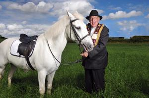 Pacemaker Belfast. 12/7/08. The Rev Ian Paisley with the white horse of 'King Billy' in the field at the independents Orange parade in Portglenone this afternoon. Picture Charles McQuillan/Pacemaker