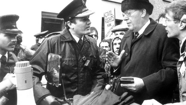 REVEREND IAN PAISLEY MP.Ian Paisley confronts an RUC officer when refused access to Duke Street where the Civil Rights parade went on. 10/10/1988