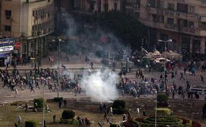 CAIRO, EGYPT - JANUARY 29: Protestors flee a volley tear gas in Tarhir Square on January 29, 2011 in Cairo, Egypt. Tens of thousands of demonstrators have taken to the streets across Egypt in Cairo, Suez, and Alexandria to call for the resignation of  President Hosni Mubarak. Riot police and the Army have been sent into the streets to quell the protests, which so far have claimed 32 lives and left more than a thousand injured.  (Photo by Peter Macdiarmid/Getty Images) *** BESTPIX ***