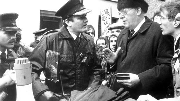 Ian Paisley confronts an RUC officer when refused access to Duke Street where the Civil Rights parade went on. 10/10/1988