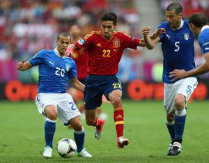 GDANSK, POLAND - JUNE 10: Jesus Navas (C) of Spain cuts between Sebastian Giovinco (L) and Thiago Motta (R) of Italy during the UEFA EURO 2012 group C match between Spain and Italy at The Municipal Stadium on June 10, 2012 in Gdansk, Poland.  (Photo by Michael Steele/Getty Images)