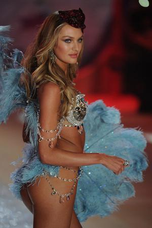 NEW YORK, NY - NOVEMBER 07:  Victoria's Secret Angel Candice Swanepoel the runway during the Victoria's Secret 2012 Fashion Show on November 7, 2012 in New York City.  (Photo by Bryan Bedder/Getty Images for SWAROVSKI ELEMENTS)