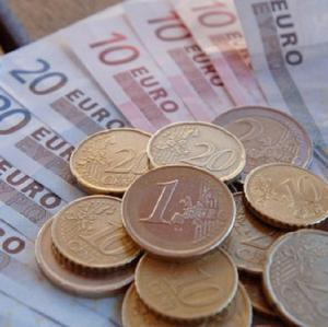 Taoiseach Brian Cowen has insisted that people must start spending more cash