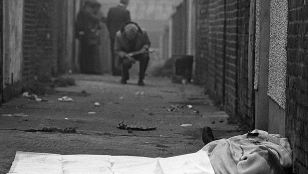 The body of catholic man lies in an entry off the Shankill Road in West Belfast after being murdered by members of the Shankill butchers. 25/10/82. Pacemaker Press