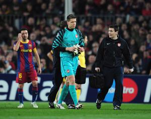 BARCELONA, SPAIN - MARCH 08:  Wojciech Szczesny the Arsenal goalkeeper leaves the field during the UEFA Champions League round of 16 second leg match between Barcelona and Arsenal at the Nou Camp Stadium on March 8, 2011 in Barcelona, Spain.  (Photo by Shaun Botterill/Getty Images)