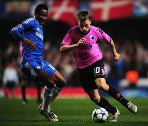 LONDON, UNITED KINGDOM - MARCH 16:  Jon Obi Mikel (L) of Chelsea challenges Jesper Gronkjaer (R) of FC Copenhagen during the UEFA Champions League round of sixteen second leg match between Chelsea and FC Copenhagen at Stamford Bridge on March 16, 2011 in London, England.  (Photo by Shaun Botterill/Getty Images)