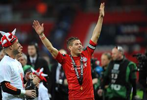 Liverpool's Jose Reina and Steven Gerrard (centre) celebrate victory in the Carling Cup Final at Wembley Stadium, London