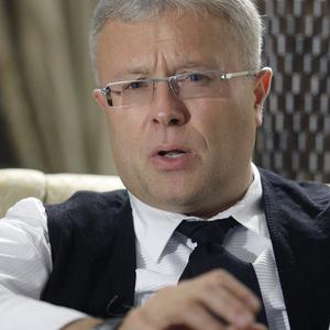 Billionaire Alexander Lebedev, who owns the UK's Independent newspaper, had his bank HQ raided by Moscow police