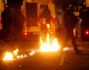 Rioting Breaks out at Broadway roundabout between nationalist youths and the police.Photo; Pacemaker Press