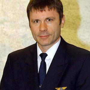 Bruce Dickinson has piloted a plane carrying the Liverpool football team to their Europa League game against Napoli