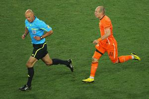 Arjen Robben of the Netherlands chases Referee Howard Webb during the 2010 FIFA World Cup South Africa Final match between Netherlands and Spain at Soccer City Stadium on July 11, 2010 in Johannesburg, South Africa