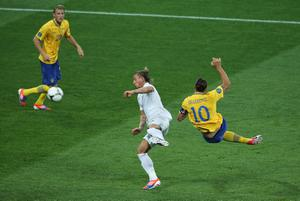 KIEV, UKRAINE - JUNE 19:  Zlatan Ibrahimovic of Sweden scores the opening goal during the UEFA EURO 2012 group D match between Sweden and France at The Olympic Stadium on June 19, 2012 in Kiev, Ukraine.  (Photo by Ian Walton/Getty Images)