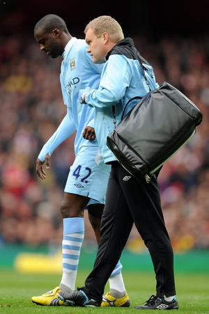 LONDON, ENGLAND - APRIL 08:  Yaya Toure of Man City leaves the pitch injured during the Barclays Premier League match between Arsenal and Manchester City at Emirates Stadium on April 8, 2012 in London, England.  (Photo by Michael Regan/Getty Images)