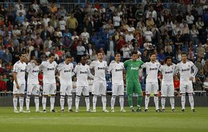 MADRID, SPAIN - MAY 10: Real Madrid players observe a minute of silence in memory of Spanish golfing legend Seve Ballesteros after his recent death before the La Liga match between Real Madrid and Getafe at Estadio Santiago Bernabeu on May 10, 2011 in Madrid, Spain. (Photo by Angel Martinez/Getty Images)