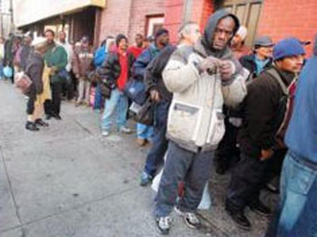 Disadvantaged Americans queue for aid in New York
