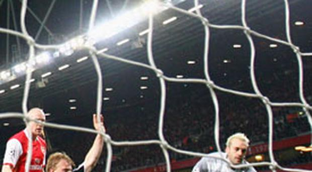 ARSENAL 1 LIVERPOOL 1:<br/> Dirk Kuyt slides home Liverpool's equaliser in the 26th minute