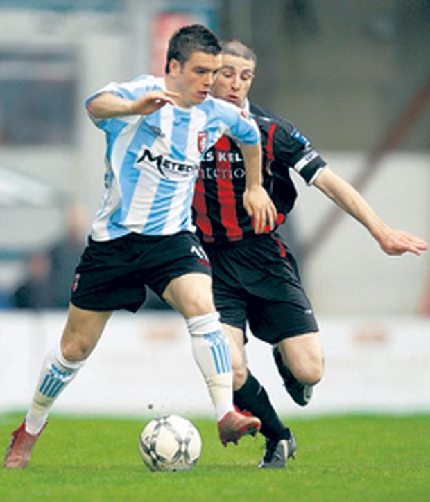 Derry City's Owen Morrison gets away from Owen Henry during last night's goalless draw in Dublin