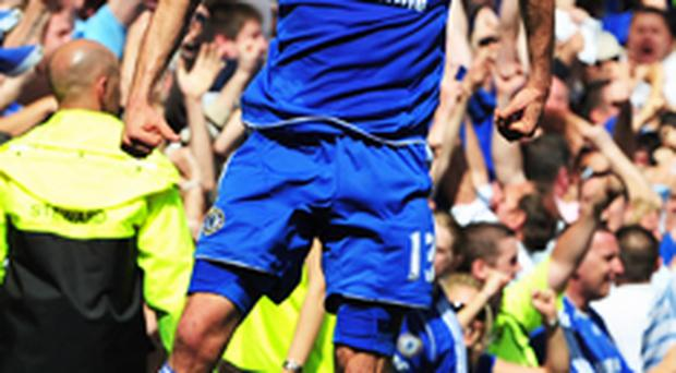 Chelsea beat United to blow open race for title