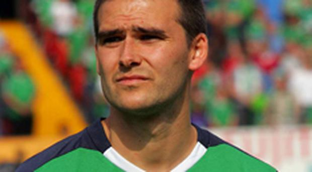 David Healy will complete his move to Fulham today