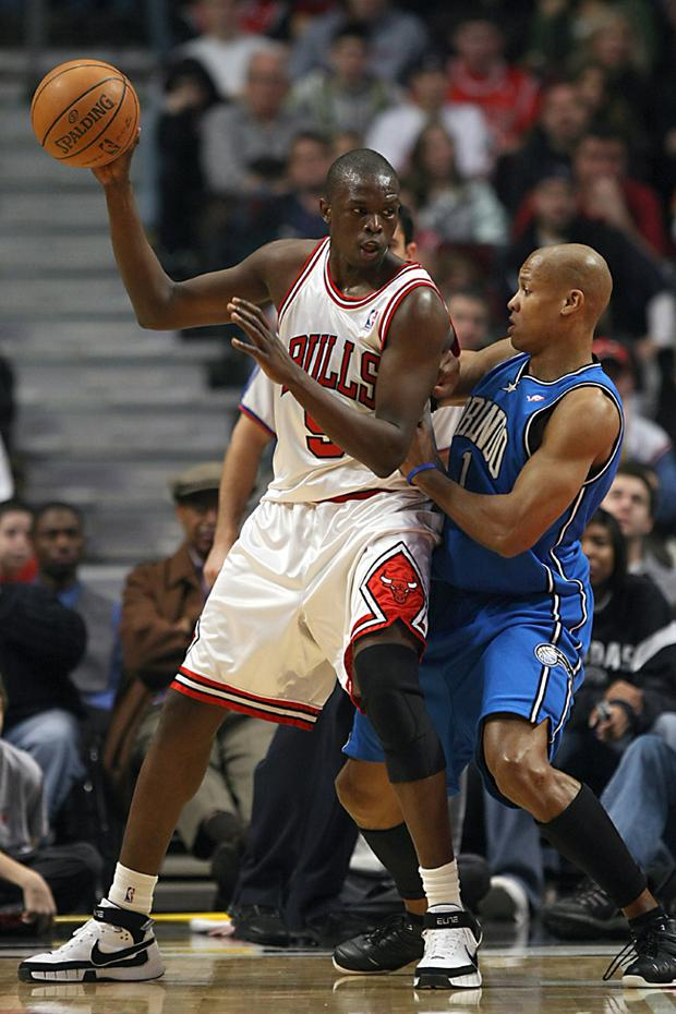 Luol Deng has signed a new contract with the Chicago Bulls