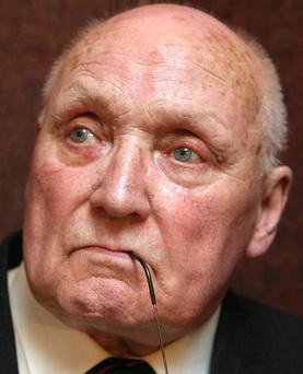 Gusty Spence says it is his dream to announce the UVF has given up its guns.