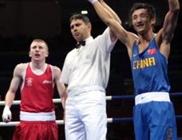 China's Shiming Zou (right) declared winner after defeating Ireland's Paddy Barnes