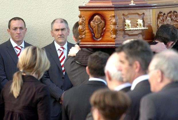 Tyrone captain Brian Dooher (left) and manager Mickey Harte at the funeral of John Devine in Garvaghy