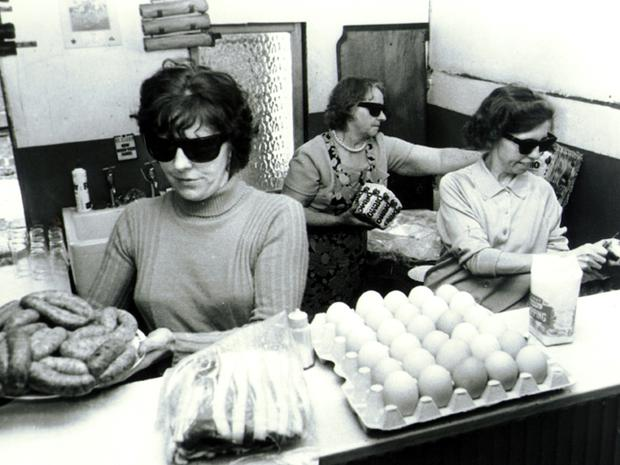Supporters of the UDA preparing food to be used by UDA members in the Shankill Road area. 02/07/72
