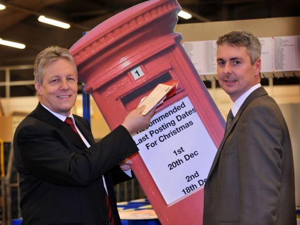 First Minister Peter Robinson MP MLA visited Royal Mail's East Belfast Delivery and is pictured with General Manager Gary Crawford giving a timely reminder of the latest recommended posting dates - Thursday 18 December for 2nd Class mail and Saturday 20 December for First Class Mail. Photo M T Hurson/Harrisons ..