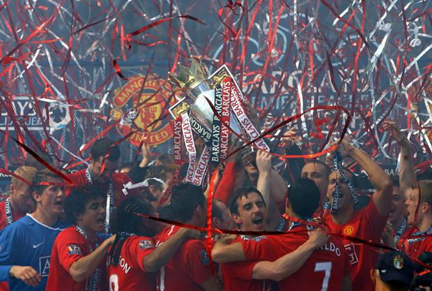 Manchester United celebrate winning the Barclays Premier League trophy after the Barclays Premier League match between Manchester United and Arsenal at Old Trafford