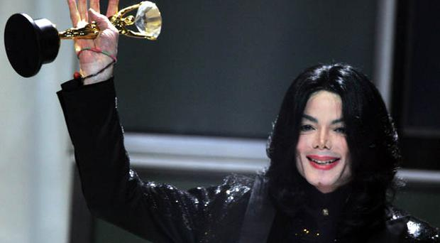 LONDON - NOVEMBER 15: Singer Michael Jackson performs on stage during the 2006 World Music Awards at Earls Court on November 15, 2006 in London.