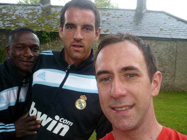 Paul Walsh from Belfast has his photo taken with Real Madrid players Mahamadou Diarra and Christoph Metzelder at their Dublin training camp