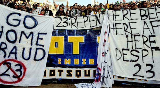 Fans of LA Galaxy show theur feelings about David Beckham, July 19, 2009