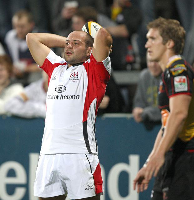 Ulster skipper Rory Best gets set to throw into a lineout during the Magners League clash against the Dragons at Ravenhill, Belfast. Image Credit: John Dickson
