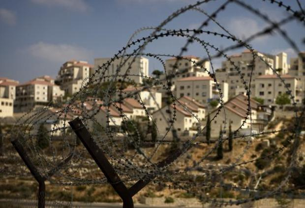 Prime Minister Benjamin Netanyahuwants to approve construction of new Israeli homes in the West Bank before agreeing to a freeze on settlements