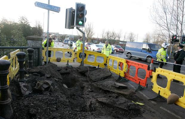 Tthe Ormeau Road Ormeau Bridge in Belfast was closed following a fire under the road which caused a gas pipe to explode.