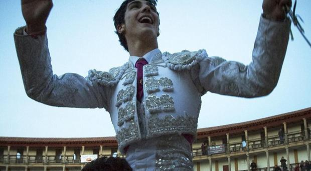 Bullfighter Jairo Miguel Sanchez Alonso is carried on the shoulders after killing six bulls. (AP)