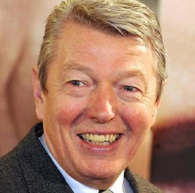 Number of visias given to foreign students to be slashed, Alan Johnson has announced