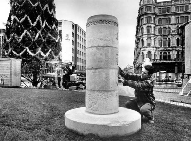 The memorial to the arrival of US Forces in Northern Ireland, in 1942, at the grounds of Belfast City Hall, seen here being carefully restored before the visit of US President Bill Clinton. 1995.