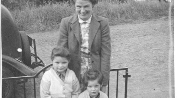 Sheila Cloney with Eileen (l) and Mary (r) outside the Longs' house in Edinburgh during the boycott.