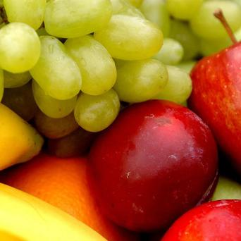 Children must be encouraged to eat more fruits to reduce the risk of cancer, a charity says