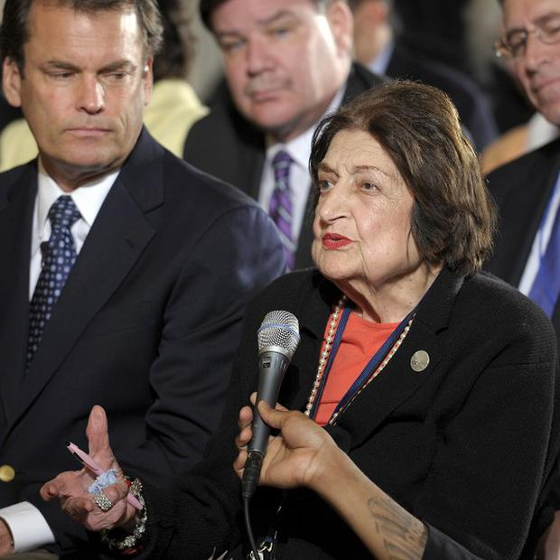 Veteran White House journalist Helen Thomas abruptly retired as a columnist (AP)