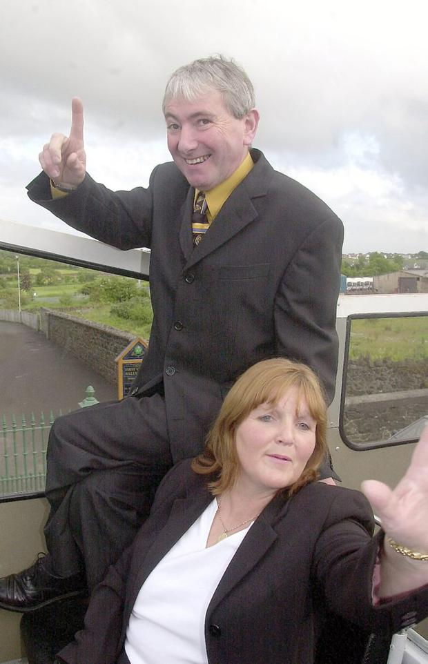 Motorcyclist Joey Dunlop Gets Hero's Welcome June 2000. He and wife Linda Dunlop wave to well wishers on the roof of the open topped bus