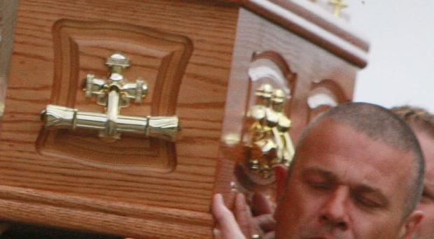The remains of tragic bride Caroline Cahalin is carried by her heartbroken husband Tony. (0608JB88)
